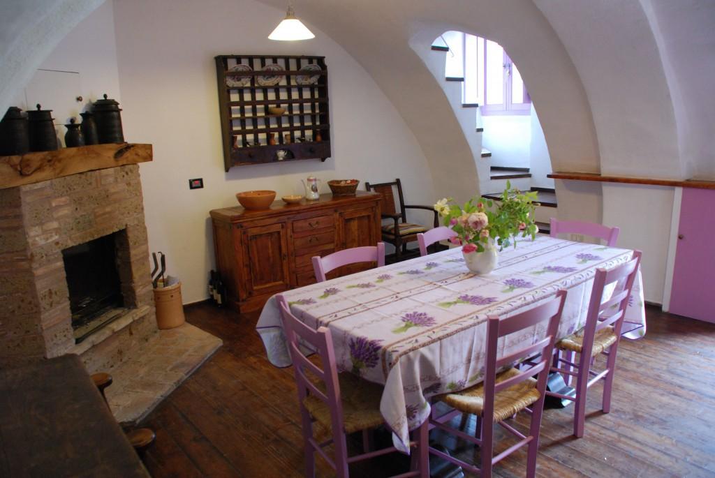 Piazzetta Amorevole: Casa Viola - Tione degli Abruzzi