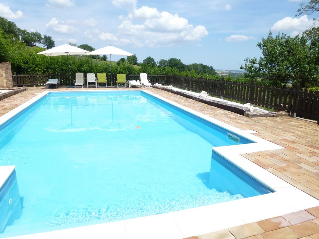 Farmhouse with pool  - Colmurano