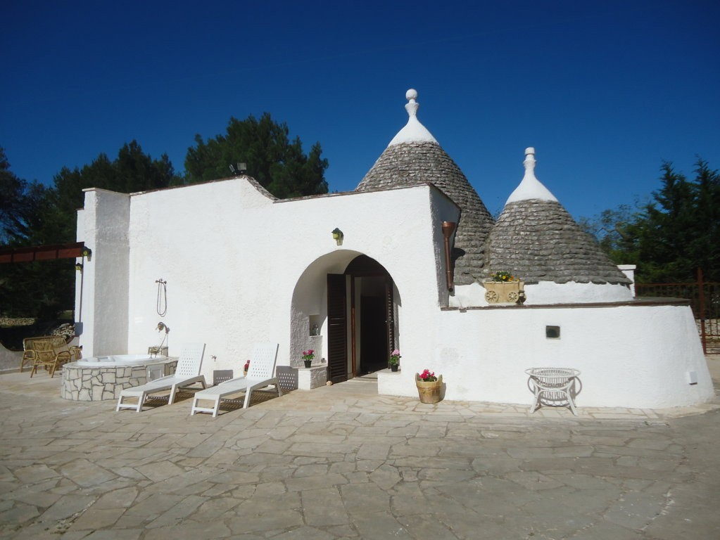 Trullo with swimming pool surrounded by greenery only a few miles from the sea ... - Ostuni