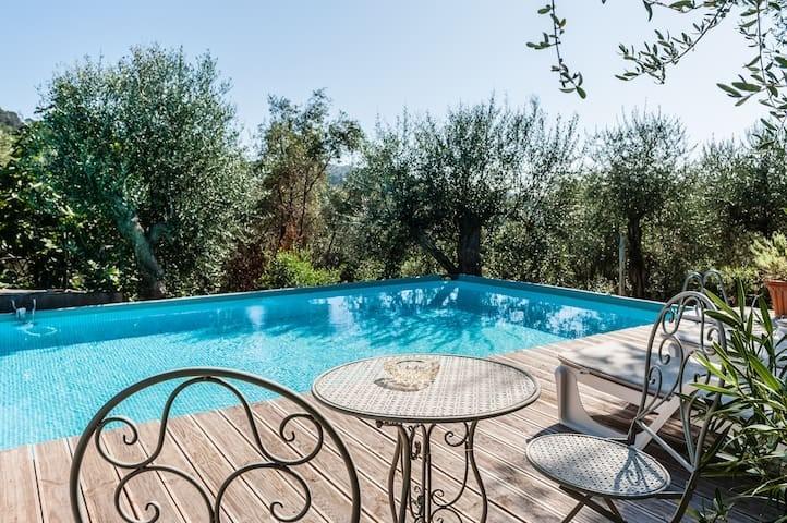 Piscina e giardino privati X 4 - in collina a 10 Km dal mare - Massarosa