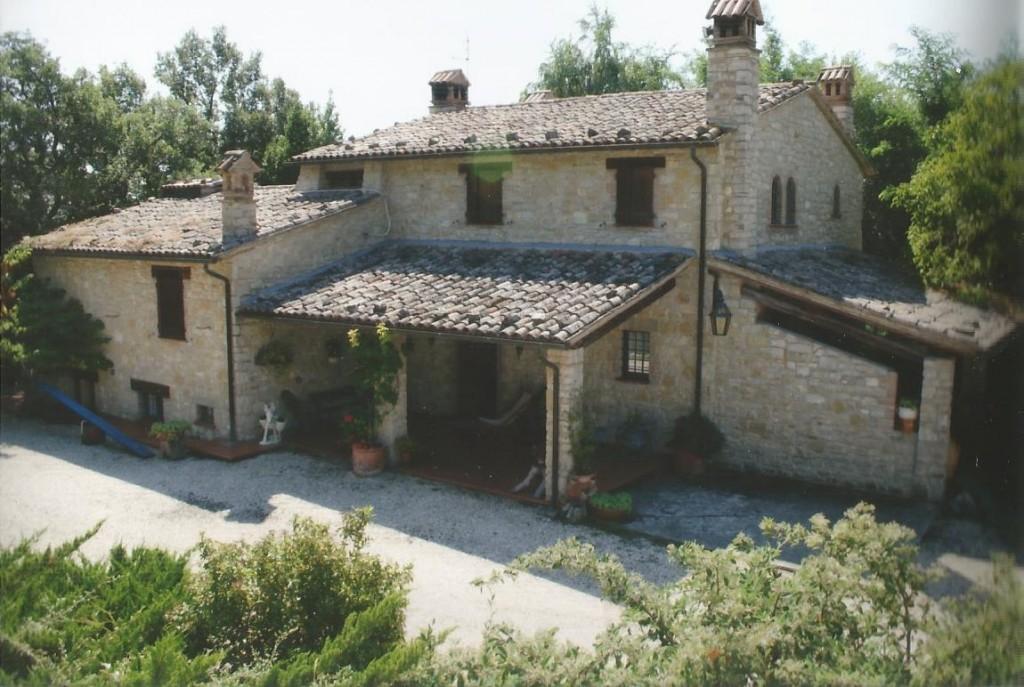 Casale panoramicissimo in Umbria nel verde con piscina - Todi