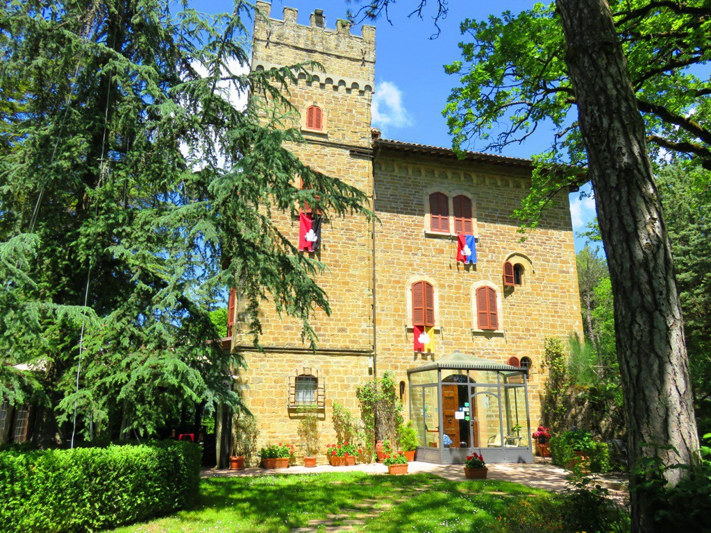 Costevecchio Castle Between Umbria and Tuscany holidays pool - Gubbio
