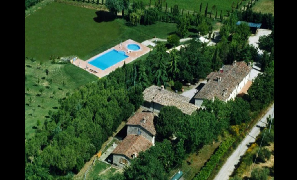 Moraiolo nel verde a 5km da Perugia grande parco con piscina - Perugia