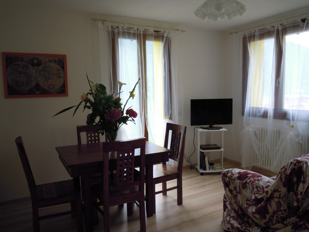 with balcony and magnificent views of the Lake garden - Nesso