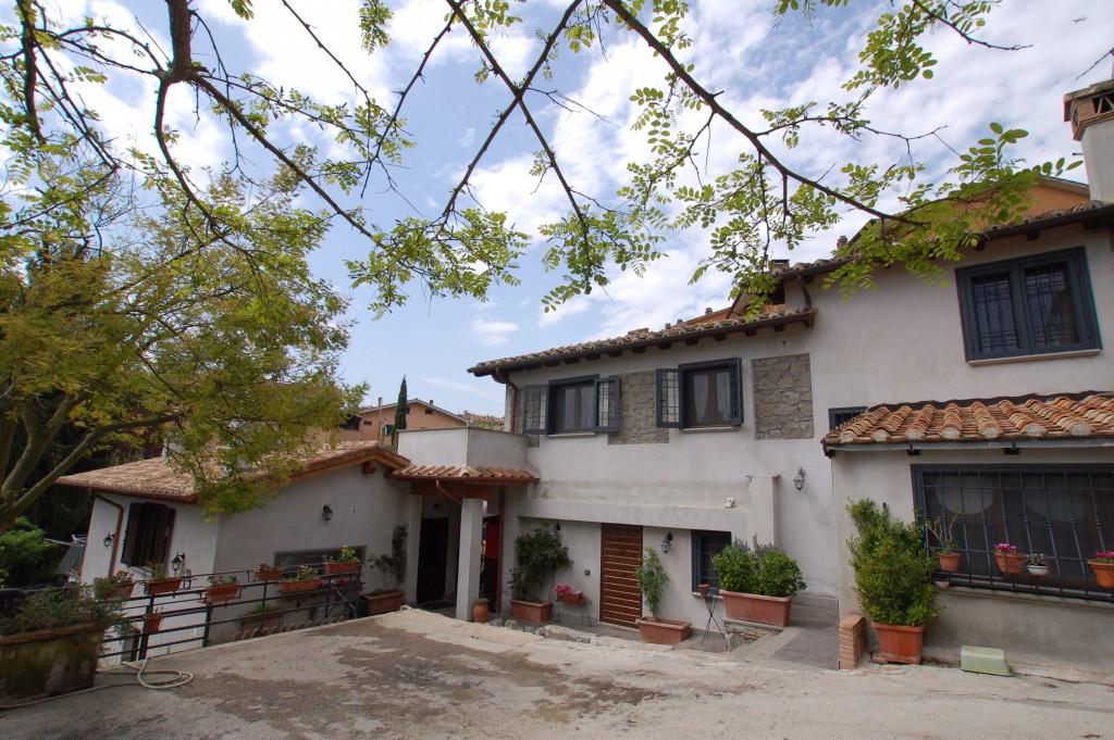 Casale indipedente al centro di Bracciano - Bracciano