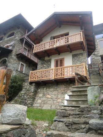 casetta indipendente, in luogo panoramico con ampio giardino - Varallo
