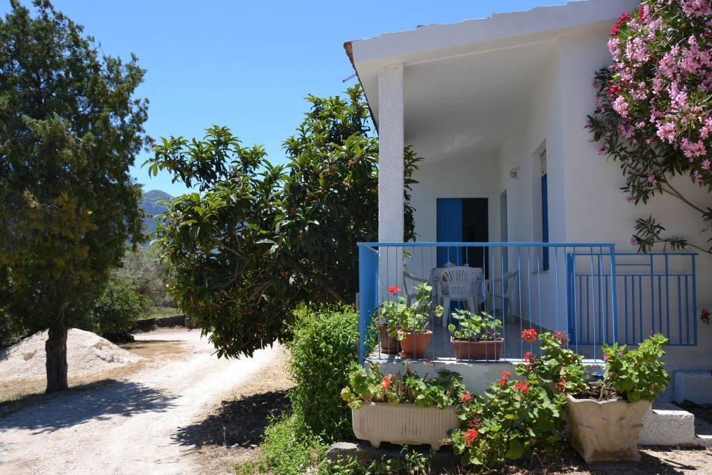 House surrounded by greenery with sea view. - Dorgali